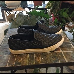 STEVE MADDEN QUILTED SLIP ON SNEAKERS 7